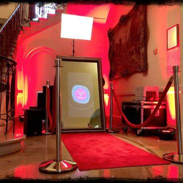 Oglinda magica sau cabina foto pentru evenimente in Iasi