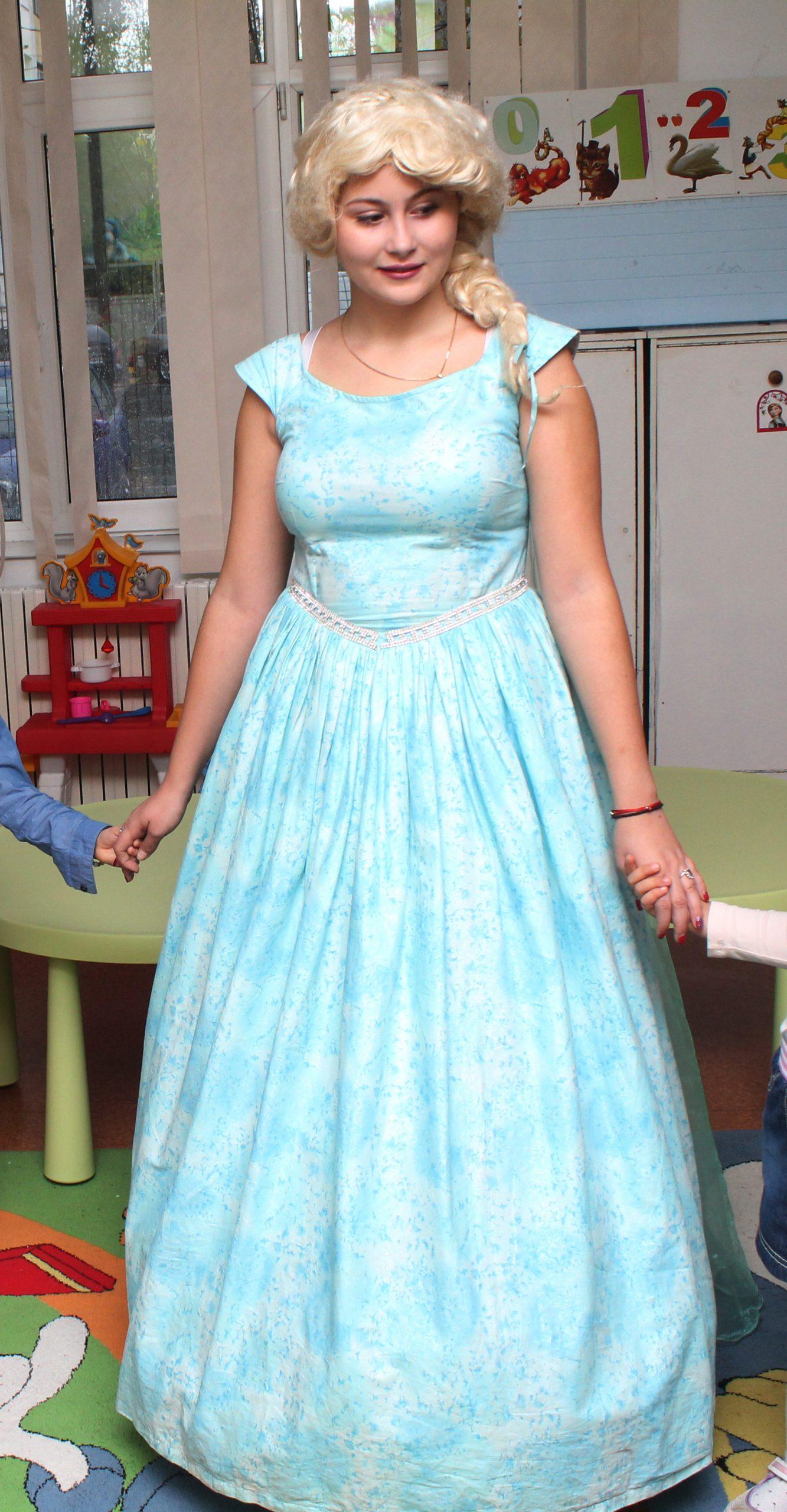 Elsa din Regatul de Gheata costum pentru animatori in Iasi