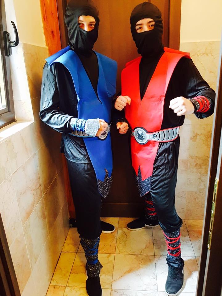 2 personaje Ninja din Mortal Kombat in Iasi